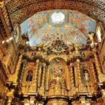 Altar mayor de la iglesia de la Compañía en Quito