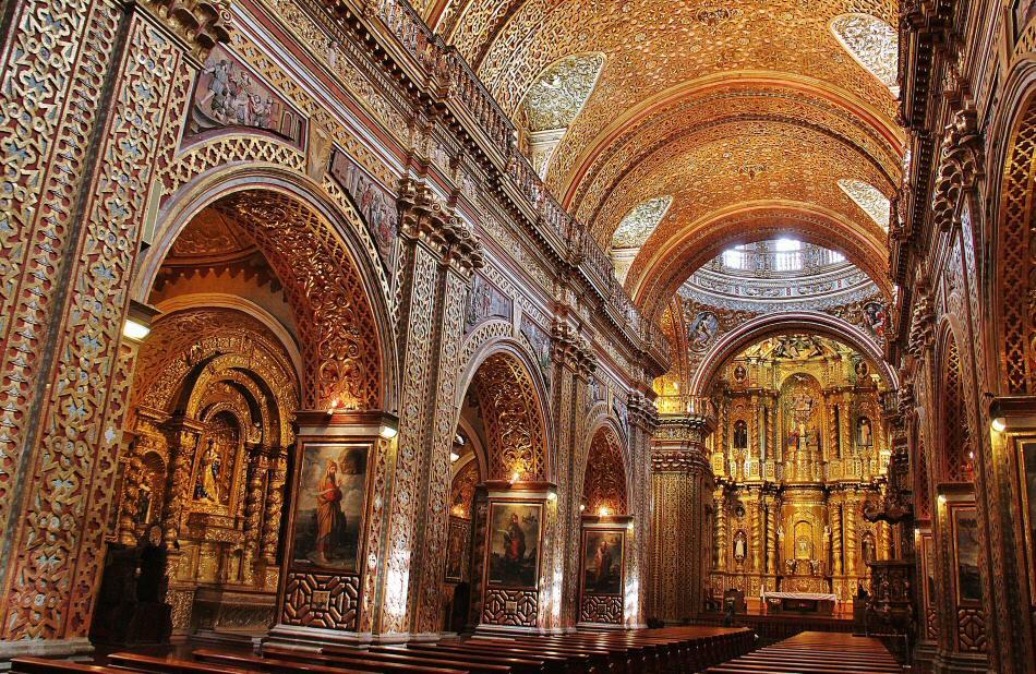 Nave central de la iglesia de la Compañía en Quito