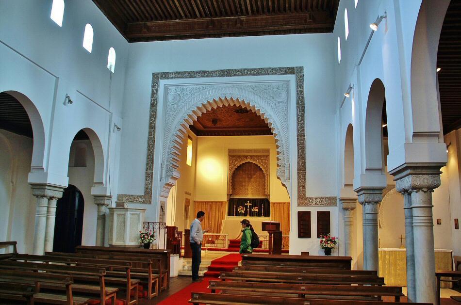 Interior de la iglesia inglesa anglicana de St Andrews en Tánger