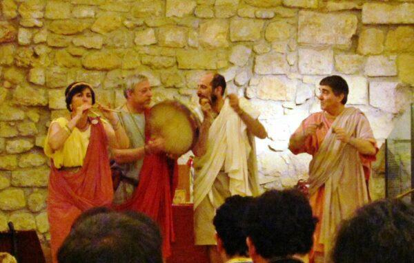 Música con instrumentos romanos en Tarraco Viva en Tarragona