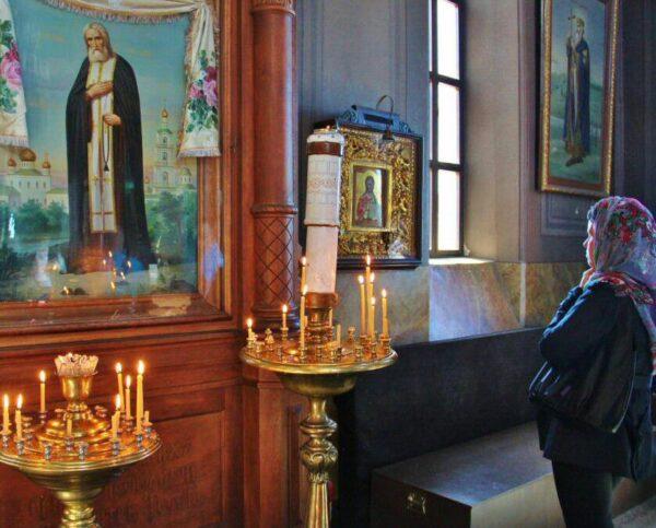Interior de la catedral ortodoxa Uspenski de Helsinki