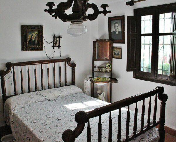 Interior de una barraca tradicional valenciana en Albufera de Valencia