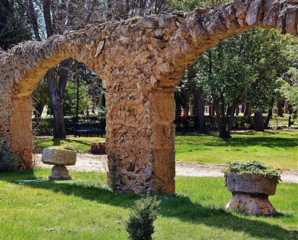 Restos del claustro de la Colegiata de Villagarcía de Campos en Valladolid