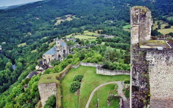 Iglesia de San Juan Evangelista desde el castillo de Najac