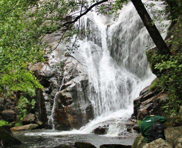 Cascada en la Garganta de las Nogaledas en Valle del Jerte