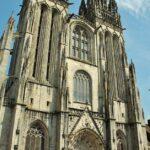 Fachada de la catedral gótica de Quimper en Bretaña