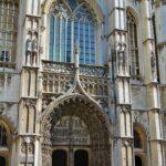Entrada de la catedral gótica de Amberes en Flandes