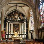 Capilla en la catedral gótica de Amberes en Flandes