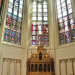 Rincón artistico en la catedral gótica de Amberes en Flandes