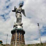 Gran estatua de la Virgen alada de Quito en el Panecillo