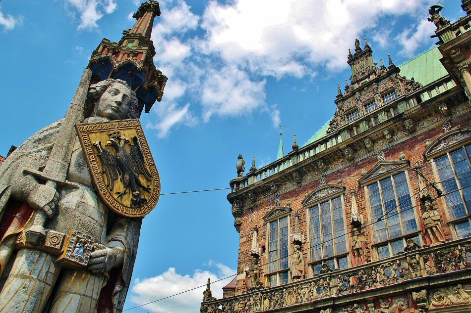 Estatua de Rolando junto al antiguo ayuntamiento de Bremen