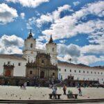 Plaza de San Francisco en el centro histórico de Quito