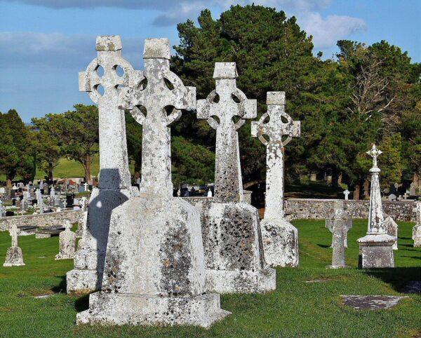 Cruces celtas en Clonmacnoise en Irlanda
