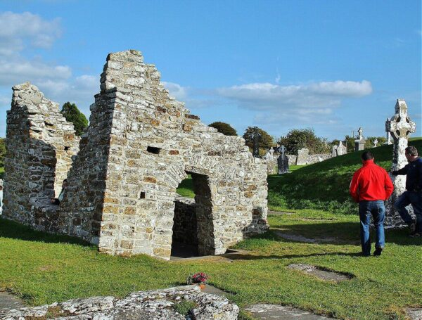 Templo de San Ciarano en Clonmacnoise en Irlanda