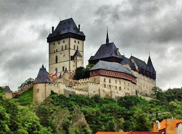 Castillo Karlstejn cerca de Praga en República Checa