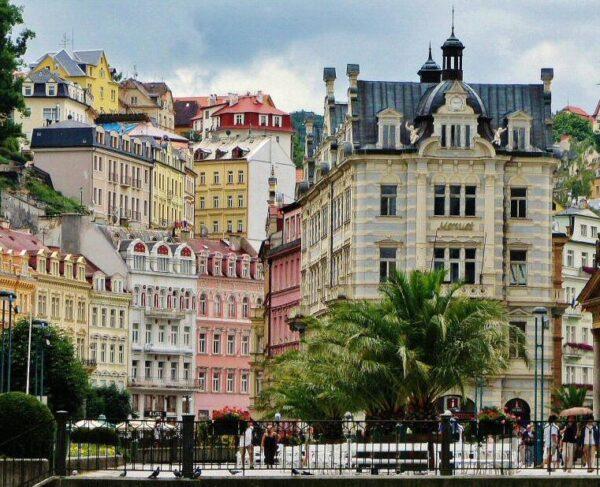 Ciudad balneario de Karlovy Vary en República Checa