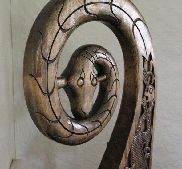 Detalle decorativo de un barco vikingo en el museo de Oslo