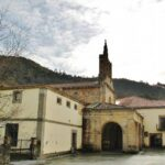 Monasterio románico Santa María de Valdediós en Asturias