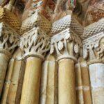Portada del monasterio románico Santa María de Valdediós en Asturias