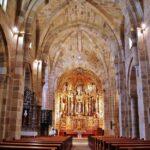 Nave central monasterio románico Santa María de Valdediós en Asturias