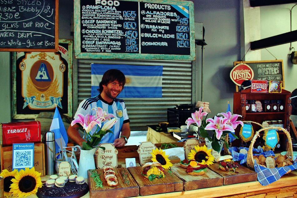 Mercado de comida Old Biscuit Mill en Ciudad del Cabo en Sudáfrica