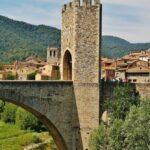Puente medieval de Besalú en la provincia de Girona