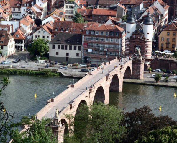 Puente de Carlos Teodoro de Heidelberg desde el paseo de los Filósofos