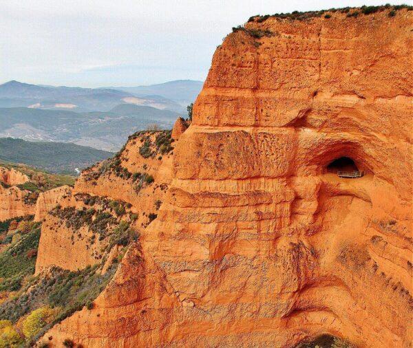 Vistas panorámicas de Las Médulas en el Bierzo desde el mirador de Orellán