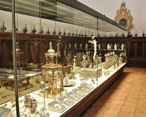 Museo en claustro de la catedral de Santo Domingo de la Calzada