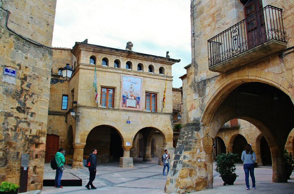 Plaza de la Iglesia en Horta de San Juan en Terres del Ebre