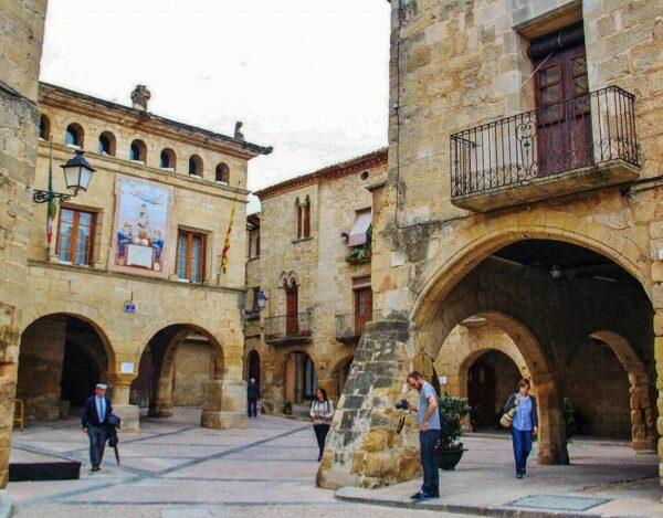 Plaza de la Iglesia en Horta de San Juan en Tarragona