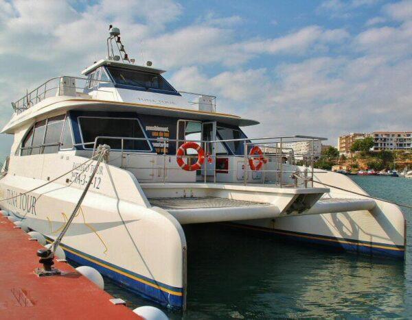 Catamarán del Tuna Tour en Atmella de Mar en Tarragona
