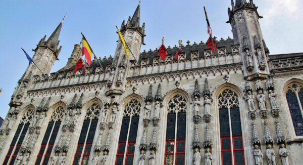 Fachada del ayuntamiento de Brujas en Bélgica