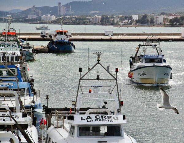 Puerto pesquero en San Carlos de la Rápita en Delta del Ebro