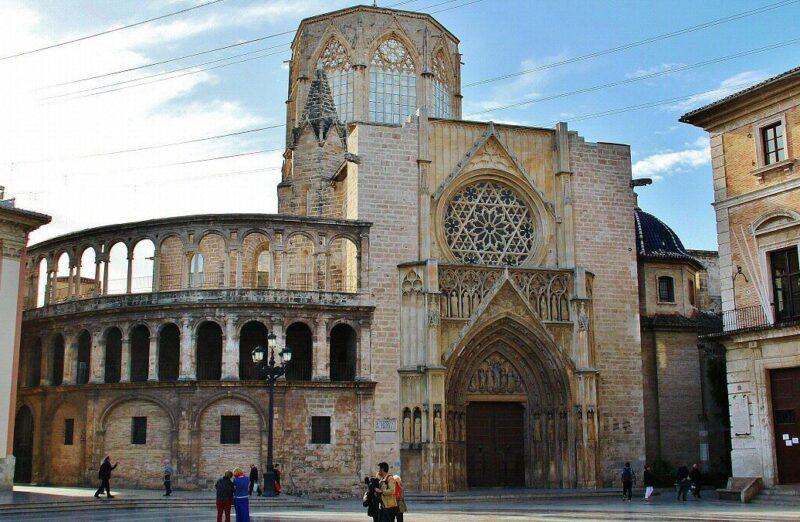Catedral de Valencia desde la plaza de la Virgen