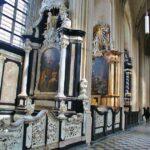 Interior de la iglesia de San Pedro en Lovaina en Flandes en Bélgica