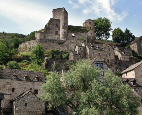 Belcastel, pueblo bonito en Occitania al sur de Francia