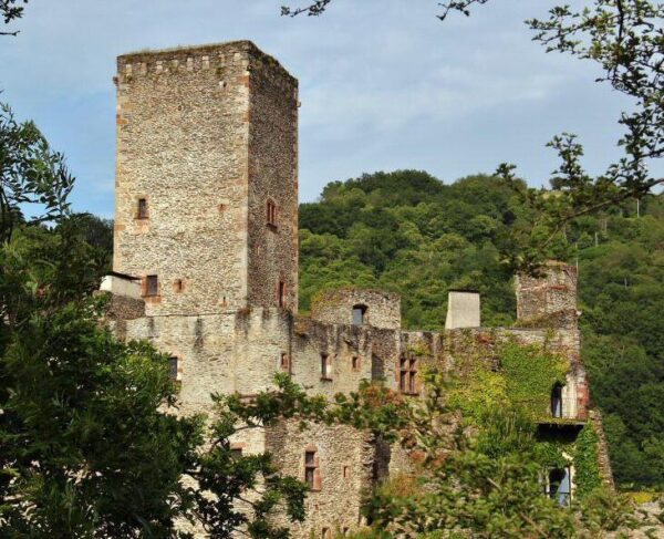 Castillo de Belcastel en Occitania al sur de Francia