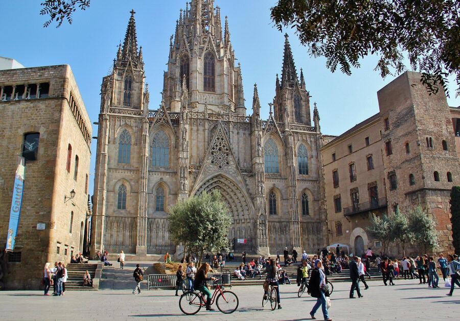 Fachada de la catedral gótica de Barcelona