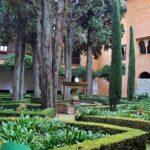 Patio de la Lindaraja en los palacios Nazaríes en Alhambra de Granada