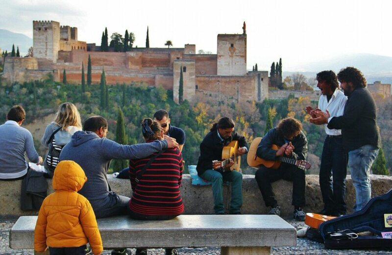 La Alhambra desde el mirador de San Nicolás en el Albaicín de Granada