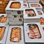 Pollos en el mercado central Rungis de París
