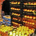Frutas en el mercado central Rungis de París