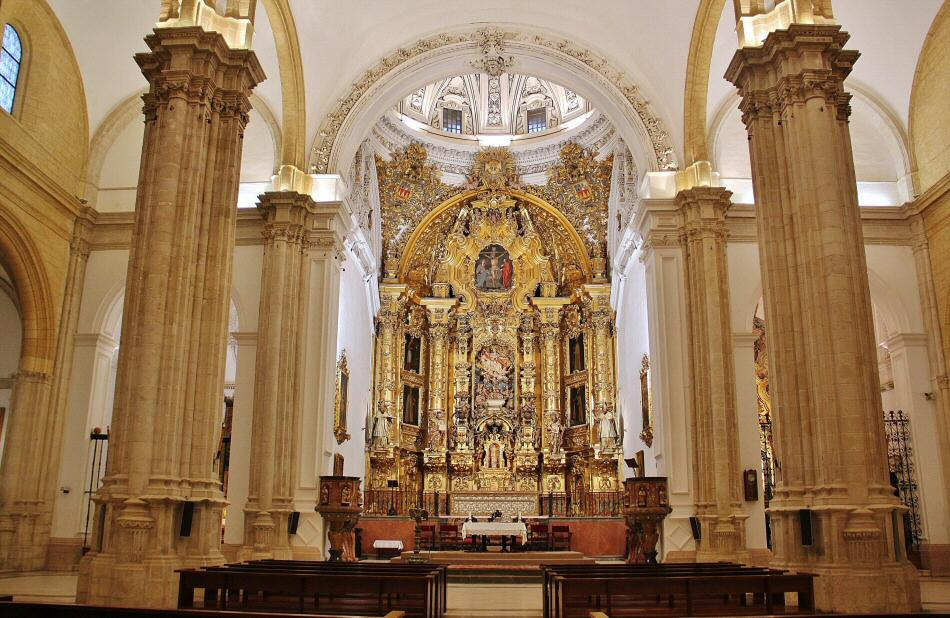 Interior de la Colegiata de Osuna en Sevilla