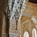 Rincón del patio de los Leones en la Alhambra de Granada