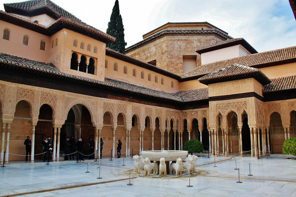 Patio de los leones en alhambra gu as viajar for Patios de granada