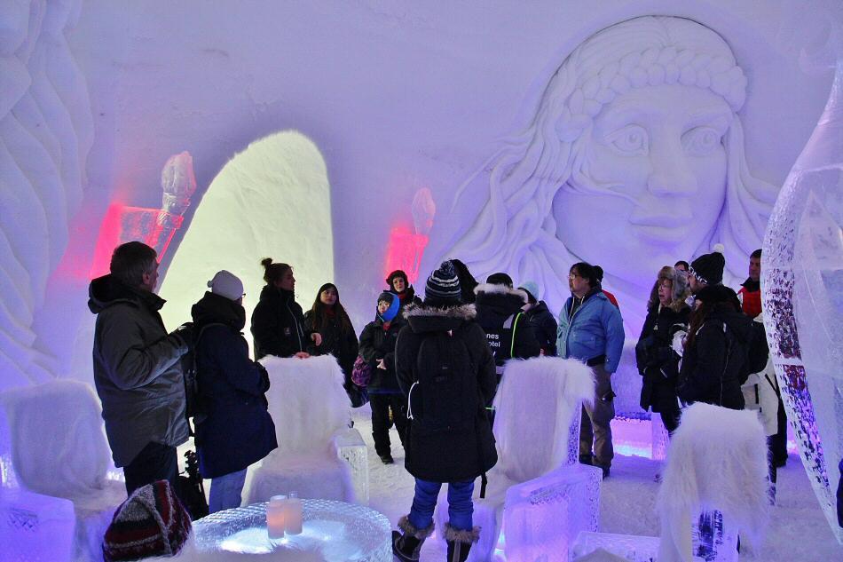 bar de hielo en el hotel de hielo en kirkenes al norte de noruega