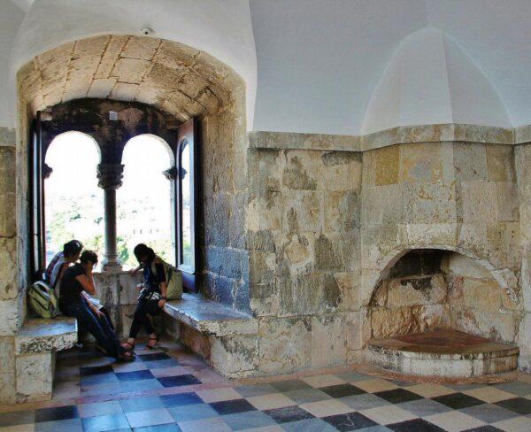 Rincón interior de la Torre de Belem en los alrededores de Lisboa