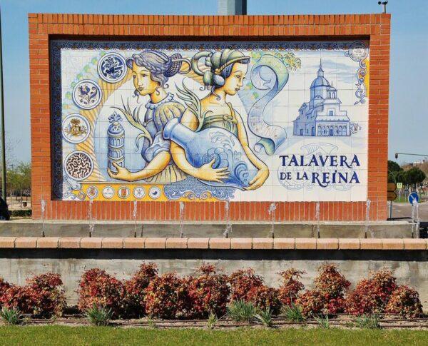 Decoración con azulejos en la entrada a Talavera de la Reina