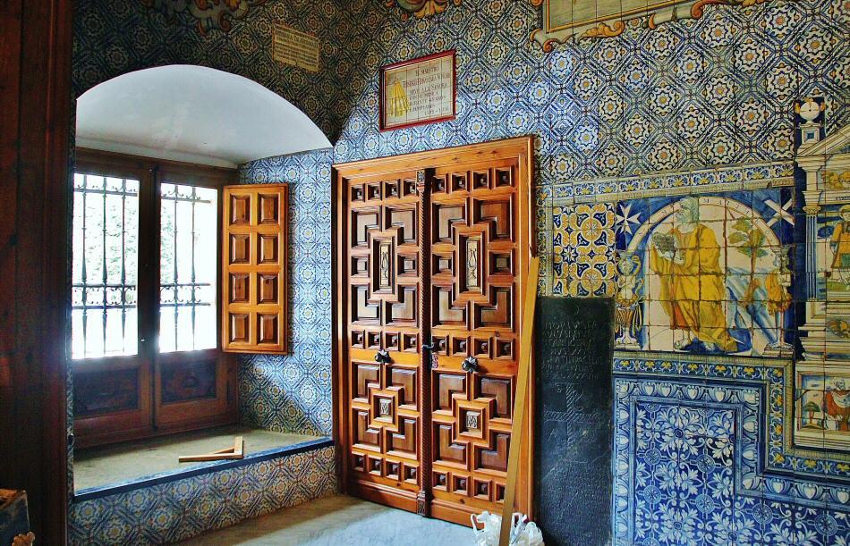 Cer mica y azulejos en talavera gu as viajar for Fachadas de casas con azulejo